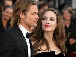 Brad y Angelina: Mis súper favoritos!!!! por guapos, estilazo y pr todo lo que representan: labor humanitaria, carreras profesionales... en esta imagen de hace 3 días todos pendientes de su próxima boda!