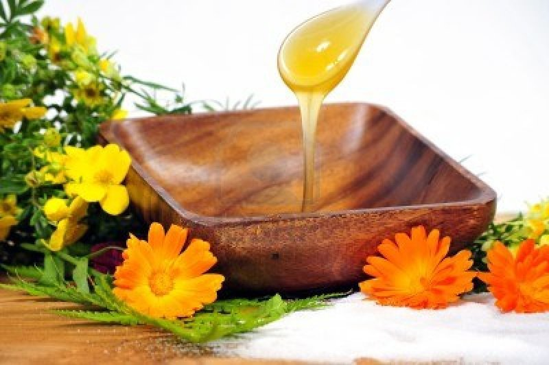 10642220-cuerpo-azucarado-miel-spa-cosmetica