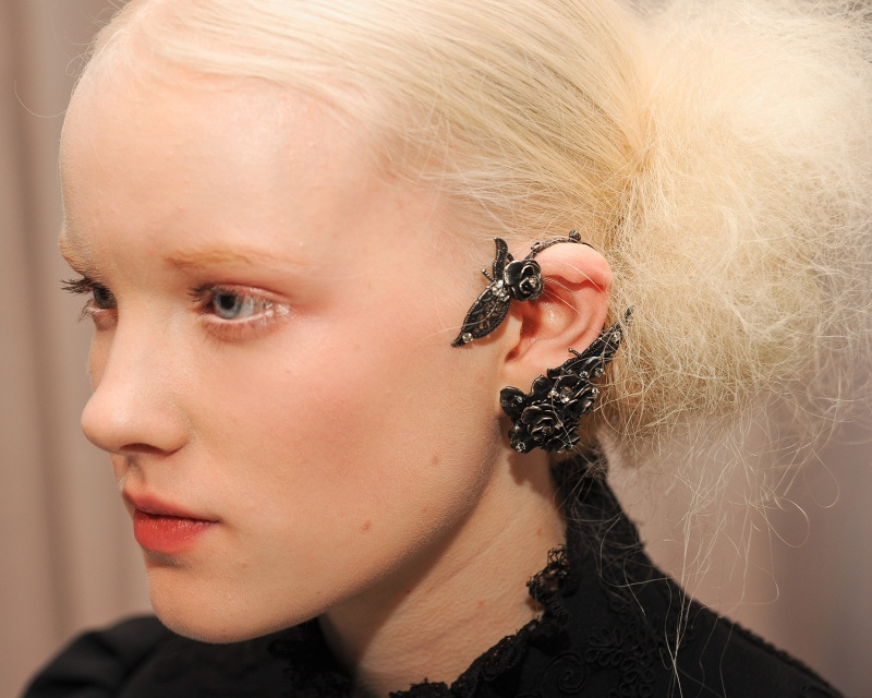 marchesa-fall-2011-09-earcuff